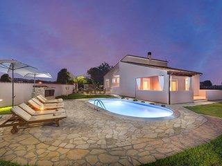 Villa Agri mit großem Garten und Pool in der Nähe von Pula