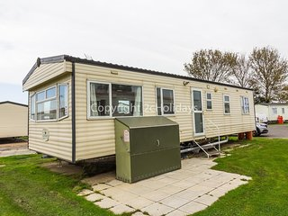 6 berth caravan for hire in Seawick holiday park in Essex ref 27069R