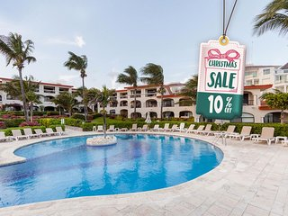 Enjoy the pool and the ocean near you, 3BR Condo with everything you need.