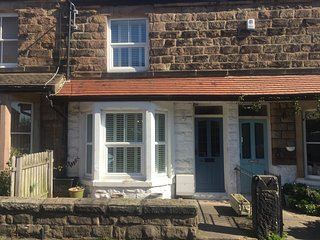 Strayside Cottage - cosy 2 bedroom cottage- sleeps 4. Ideal for hospital & town.
