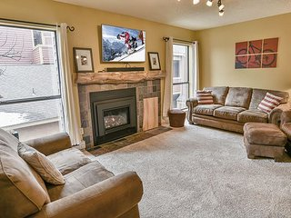 Base 9 Condo: Stroll To Slopes, Downtown!