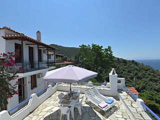 VillA DAHLIA. Private access to the sea. Privileged view of the Egean sea.