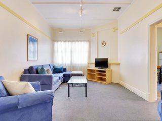 Large Family 2 bdrm. Sleeps up to 7. Glenelg