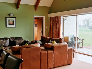 4 Gingerbeer, 4 Bedroom House, Sleeps 10, With Leisure Facilities & Pool