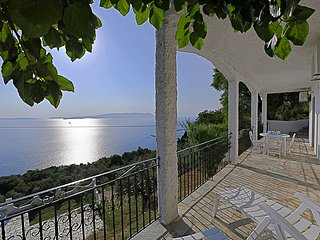 Villa ERIKA. Private access to the sea. Privileged view of the Egean sea.