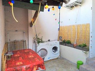 Petit studio meublé climatisé 15 min Arènes de Nîmes