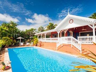 Villa de  standing avec immense piscine