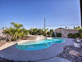 House w/Pvt Outdoor Pool & Spa, 4mi to the Strip!