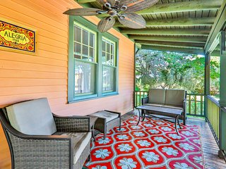 Historic bungalow w/ porch & yard-in heart of Saint Augustine