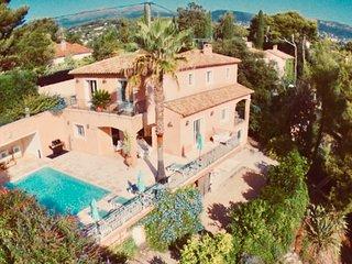 Superbe villa provencale 5*, piscine chauffee, climatisation, securisee.