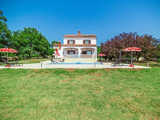 Beautiful Villa Sabatti with Private Pool and Large Garden