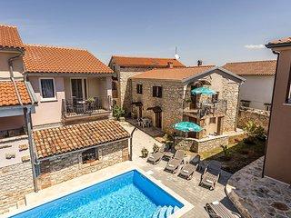 Apartment Complex Valtrazza with Common Pool / Apartment Fiorela I in Villa