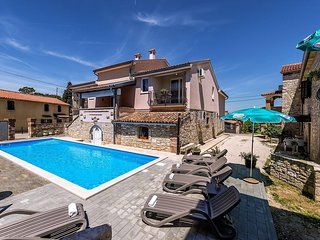 Apartment Complex Valtrazza with Common Pool / Apartment Noemi I in Villa