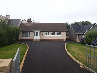 COASTAL NEST - 3 Bedroom Holiday Home in Portstewart