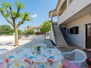 Simply furnished one bedroom apartment Oriana near Porec