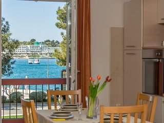 Apartment Riva Porec with Balcony and Sea View