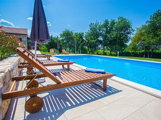 Guest House Jakici with Shared Pool / Apartments Jakici I with Pool View , on