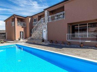 Apartment Complex Valtrazza with Common Pool / Apartment Noa III in Villa