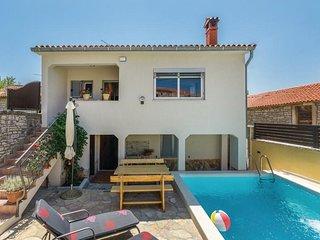 Komfortable Villa Kris mit Pool in Mrgani