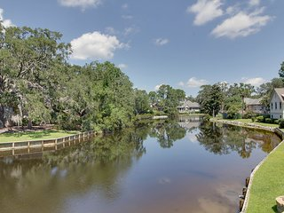 Sea Pines Beautiful Water View, Community Pool and Free Bikes!