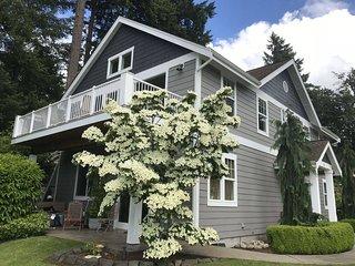 Thonewood Cottage on American Lake