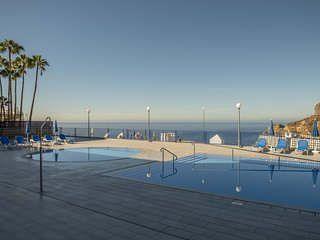 Taurito piscina y terraza con vistas al mar  by Lightbooking