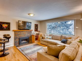 ~ Central Boulder Gem near CU with a 20-acre park out the back gate ~