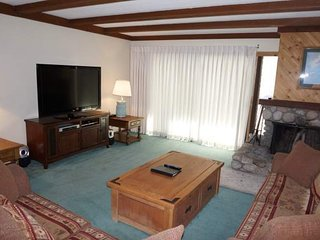 Retro 3 Bed 3 Bath Condo with Mountain View! Steps to Canyon Lodge!