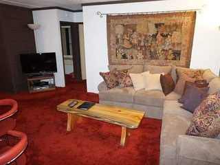 Convenient 2 Bedroom Condo with Easy Access to Pool, Spa, Skiing, and