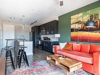 Stylish 1BR in Uptown #426 by WanderJaunt