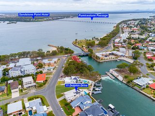 Luxury Waterfront Family Entertainer on Dolphin
