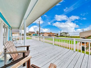 NEW LISTING! Cozy, dog-friendly home w/ deck - short walk to the beach!