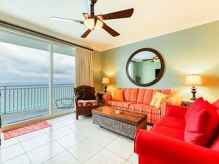 Gorgeous beachfront condo w/ balcony & shared pools/lazy river/hot tub!