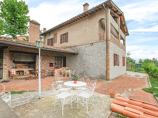 Amazing home in Siena w/ Jacuzzi and 3 Bedrooms