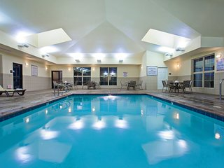 Equipped King Suite | Outdoor Pool, Whirlpool + Fitness Center Access
