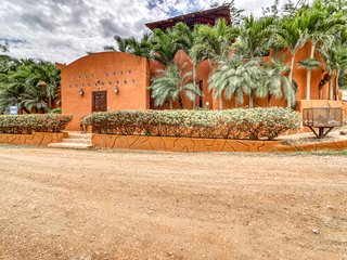 Luxury tropical villa w/ private pool & hot tub - moments away from the beach!