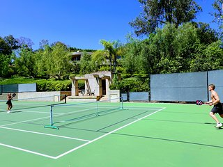 5-star LUXURY RESORT:Tennis, Pool, Spa, 3 acre Estate near Beach, Golf, Races