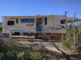 Fun travel trailer/ furnished deck, In Noyo Harbor with a private dock with full