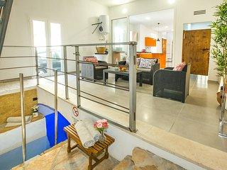 Nueva Moderna Villa Feliu con Piscina Caliente Subterránea