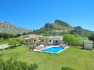 Bonita Villa Moya con Piscina Privada y Vistas a la Montaña