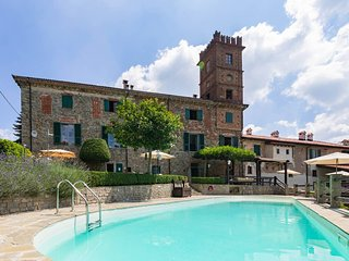 Palazzo K - Large apartment in farmhouse with pool
