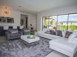Modern Bargains - Reunion Resort - Welcome To Contemporary 5 Beds 5.5 Baths