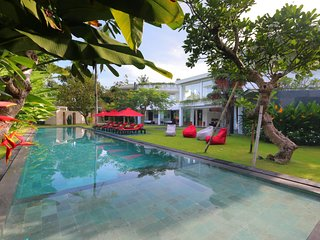 Family Friendly Private Villa, 5 BR, Canggu w/ staff