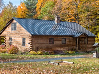 Log Cabin, 4 BR / 2 Bath Minutes to Mount Snow!