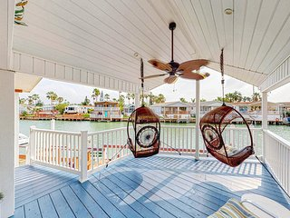 Waterfront home w/ shared pools, hot tub, private deck - jet ski slip - dogs OK