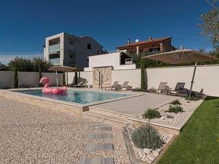 Villa Rosa with Pool, near Kanegra beach