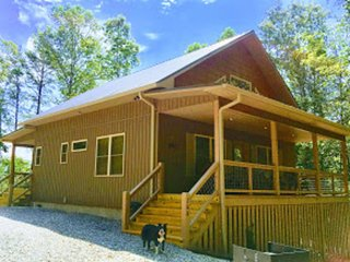 Art's Bungalow-1 mile from Deep Creek/National Park and 1 mile from Bryson City