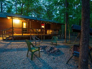 Bradley's Cabin  (2 Bdrm)(HOT TUB)