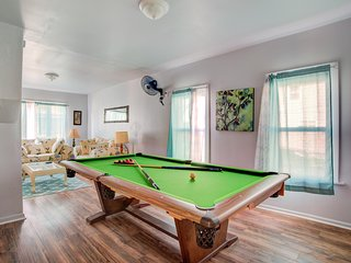 Newly Renovated Buffalo Duplex with Pool Table (Lower Unit)