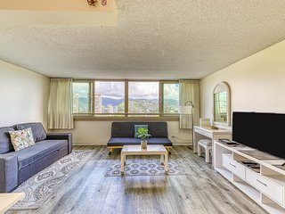 Waterfront condo w/ shared pool & hot tub plus mountain, city, & golf views